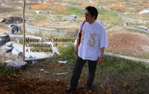 Master Soon monitoring New Tomb Construction. Watch out for Master Soon's Tomb Feng Shui Analysis & Courses  孙锦皇监督再造阴宅风水 留意!孙锦皇 阴宅风水精华剖析