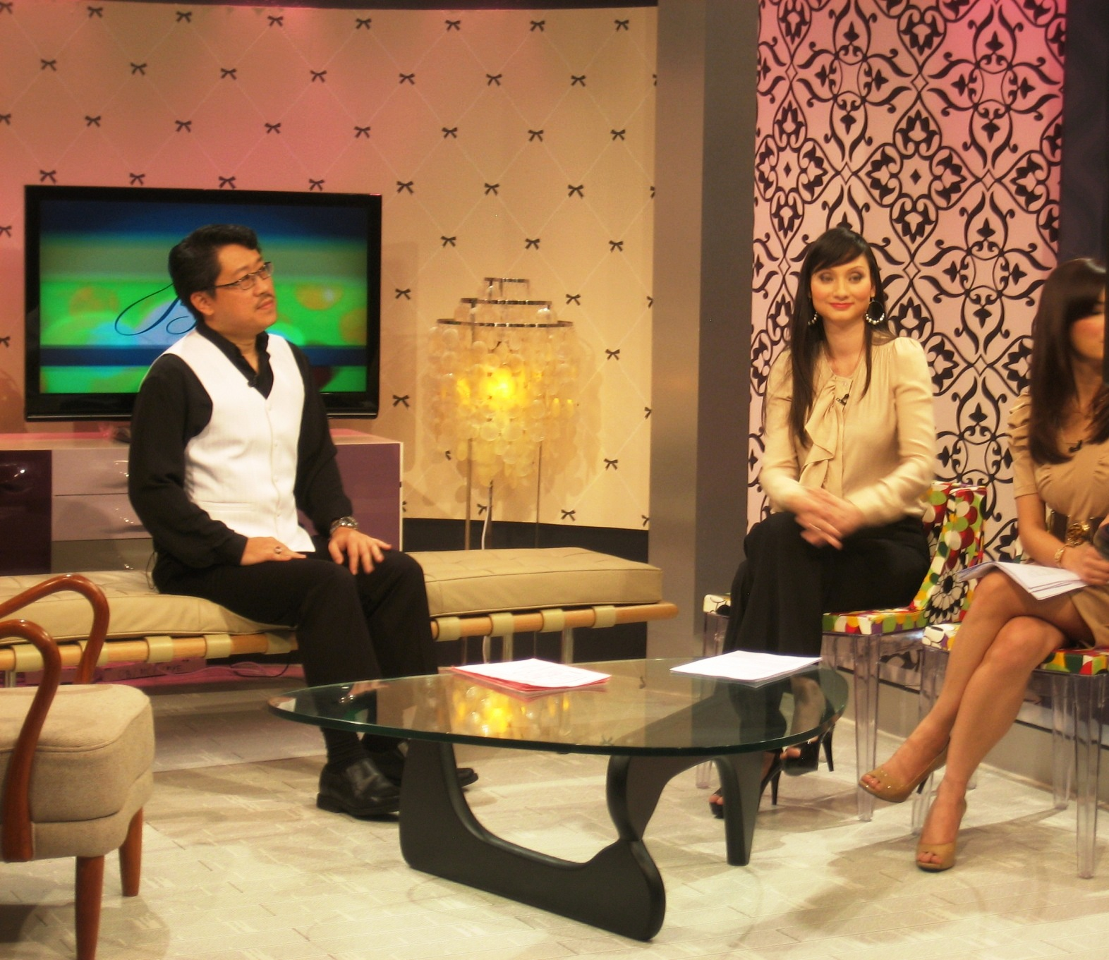 "Master Soon Listened to a Question During "" Bella"" Program of NTV7"