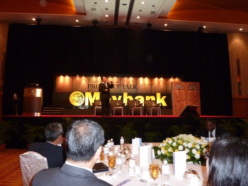 Master Soon Was Addressing A Few Important Points to The Audiences During The Property Talk 2011 at KLCC by Maybank