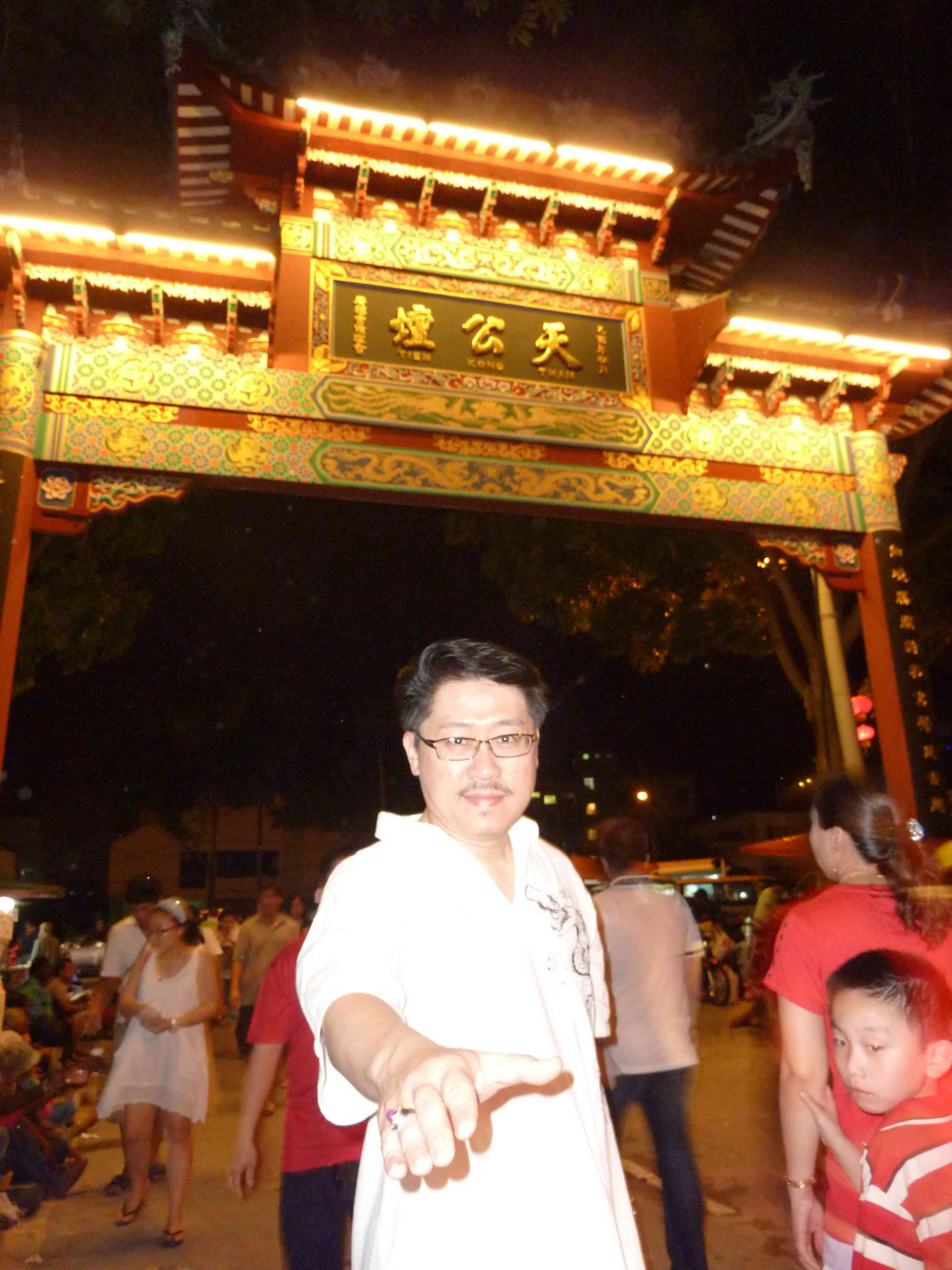 Master Soon Kicked Off His Year 2011, at 1am, 10 Feb 2011 at Penang Hill....孙老师催动其2011年全年活动于升旗山《天公坛》