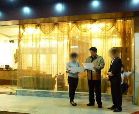 Master Soon Audited Feng Shui of A Salon in Guangdong, China 孙老师为一所美容院指点迷津.