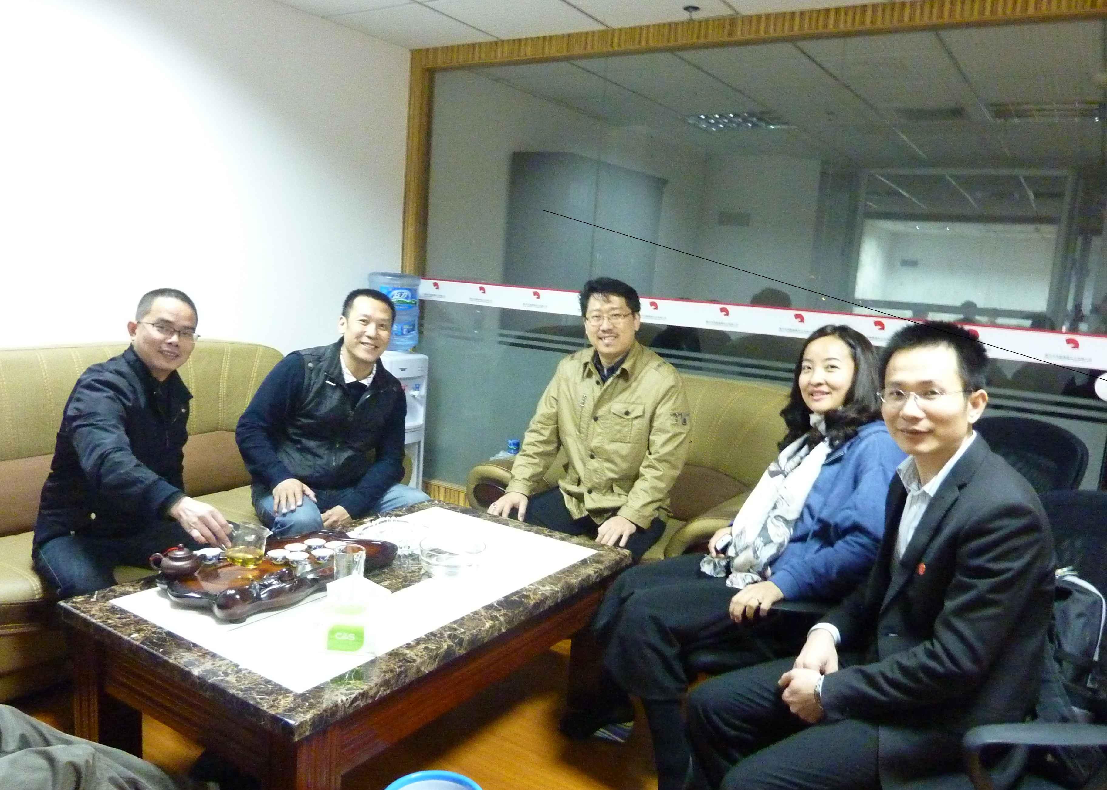中国朋友的热情,以茶会友、与我的关系于师于友,论《道》谈《易》、遨游宽阔的学海中,乐在其中. Master Soon and A few Students in China Who Are Interested in Feng Shui.