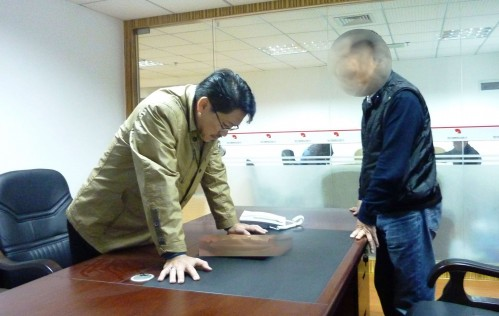 Master Soon Analysed certain problems of the feng shui. 孙老师鉴定办公室风水