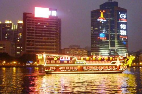 This picture was taken by Master Soon at Pearl River, Guangzhou on 10 March 2011.此照片是孙老师摄于广州珠江