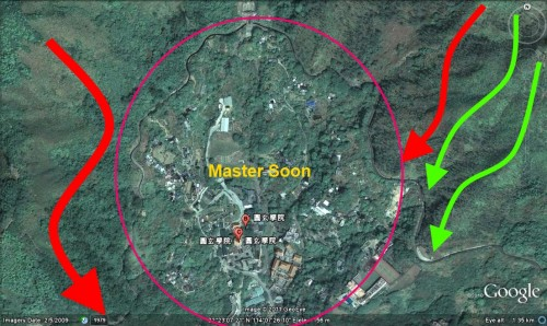 Master Soon at Yuan Xuan Xue Yuan (Hong Kong) 孙锦煌于香港圆玄学院风水堪察. From Micro View It seems Like Dragon Spot .....? The Circle is The Taiji..... The color of Dragon Vein Tell the SECRETS......