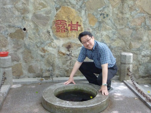 Master Soon at Nengren Temple on Baiyun Mountain, Guangzhou. This is a fountain.......
