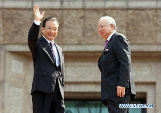 Chinese Premier Wen Jiabao (L) meets with his Malaysian counterpart Najib Tun Razak in Kuala Lumpur, Malaysia, April 28, 2011. Both countries agree to made a four-point proposal to further strengthen China-Malaysia ties during a meeting with my Prime Minister, Najib Tun Razak in Kuala Lumpur.