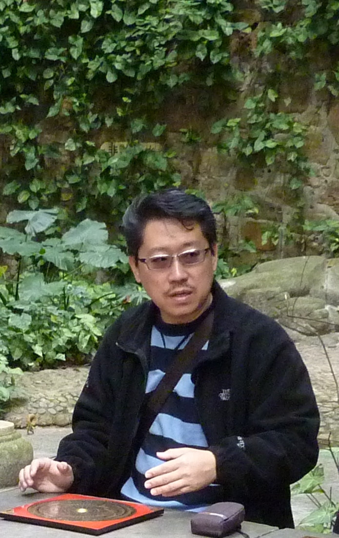 Master Soon seriously trains 3 of his students ( below 30 years) to become caliber master of Chinese Metaphysics in year 2012.