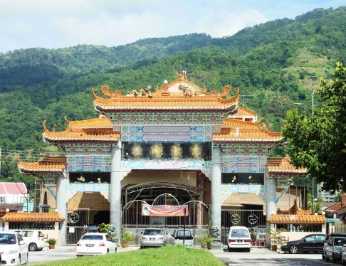 In Penang, it is said that this Chinese Temple was built based on the effort and contribution of the then Penang State Chief Minister, Koh Tzu Koon.