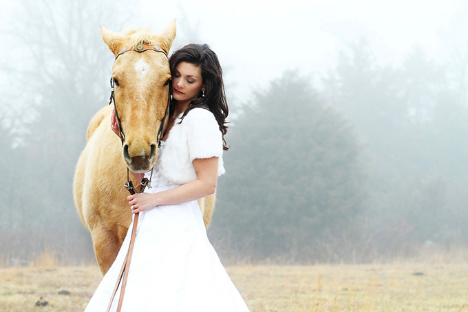 2014, a year of marriage. (horse-bridal-shoot-Taisia-Gordon-Photography-01)